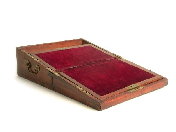 Open-Lap-desk-belonging-to-Alexander-Hamilton-circa-1800