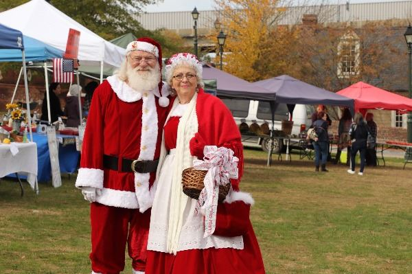 Santa and Mrs Clause at the Market